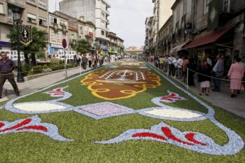 Alfombras de flores en la celebración del Corpus Christi en Ponteareas