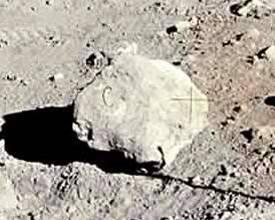 Letra C de un supuesto decorado de la luna